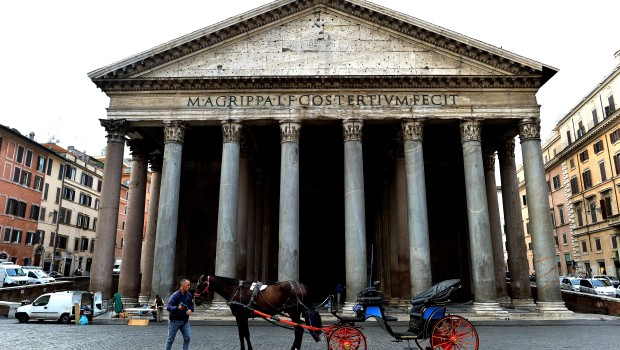 ITALY-TRADITION-TOURISM-ANIMAL-CARRIAGE