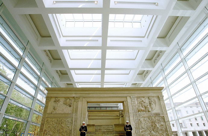 Rome, ITALY: Picture taken 21April 2006 of the Ara Pacis sacrifical altar, the new museum realised by US architect Richard Meier, during the inauguration ceremony in Rome. AFP PHOTO / GIULIO NAPOLITANO (Photo credit should read GIULIO NAPOLITANO/AFP/Getty Images)