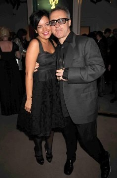 Lily Allen posa con Damien Hirst al party di Sotheby's - Photo: © Getty Images