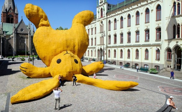 The Big Yellow Rabbit di Florentijn Hofman
