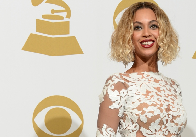 Singer Beyonce Knowles poses in the press room during the 56th Grammy Awards at the Staples Center in Los Angeles on January 26, 2014.   AFP PHOTO/Joe KLAMAR        (Photo credit should read JOE KLAMAR/AFP/Getty Images)