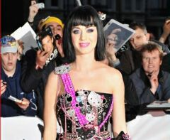 Look del giorno: Katy Perry e il bustier Hello Kitty