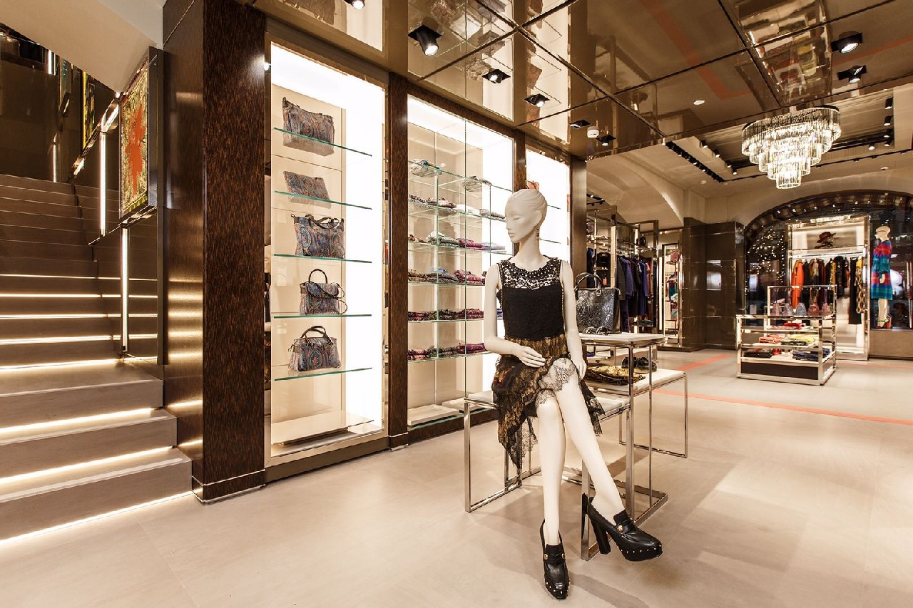 Etro russia nuova boutique shopping mall gum mosca for Etro arredamento