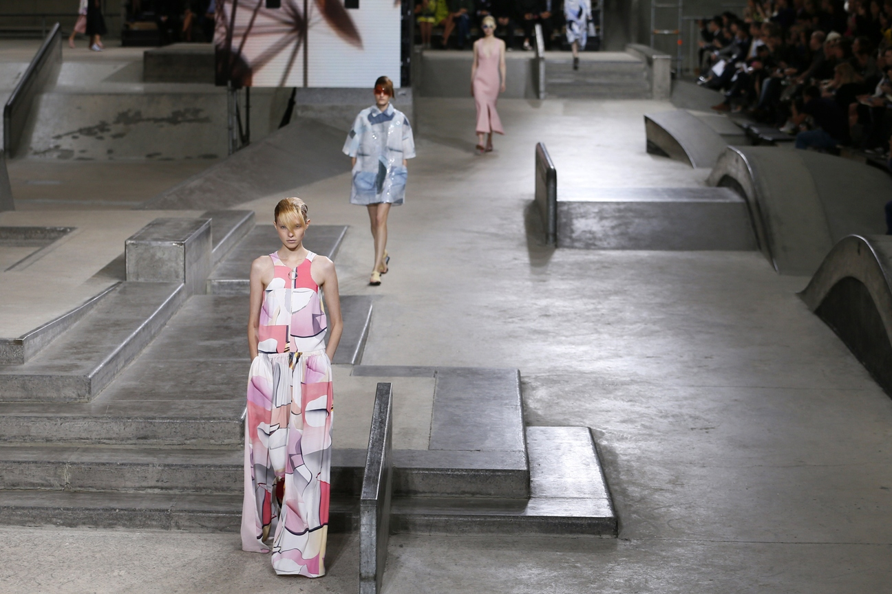A model presents a creation for Kenzo during the 2015 Spring/Summer ready-to-wear collection fashion show, on September 28, 2014 in Paris.     AFP PHOTO / PATRICK KOVARIK        (Photo credit should read PATRICK KOVARIK/AFP/Getty Images)