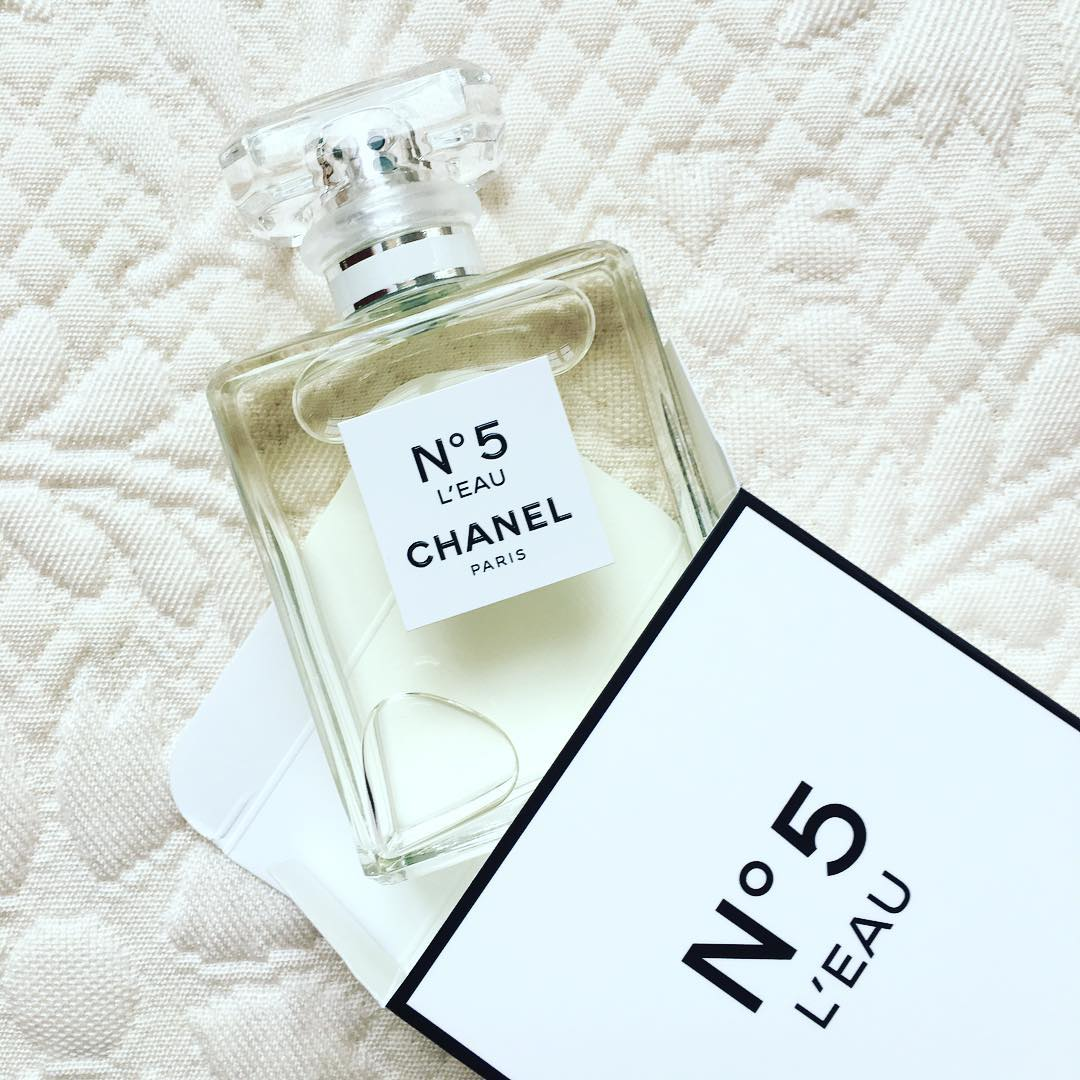 chanel n 5 l eau chanel video lily rose depp. Black Bedroom Furniture Sets. Home Design Ideas