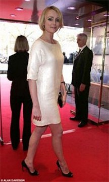 Keely Hawes in Sergio Rossi