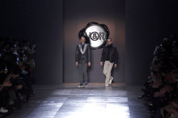 Il bianco e nero di Viktor&Rolf a Paris Fashion Week autunno-inverno 2013-2014