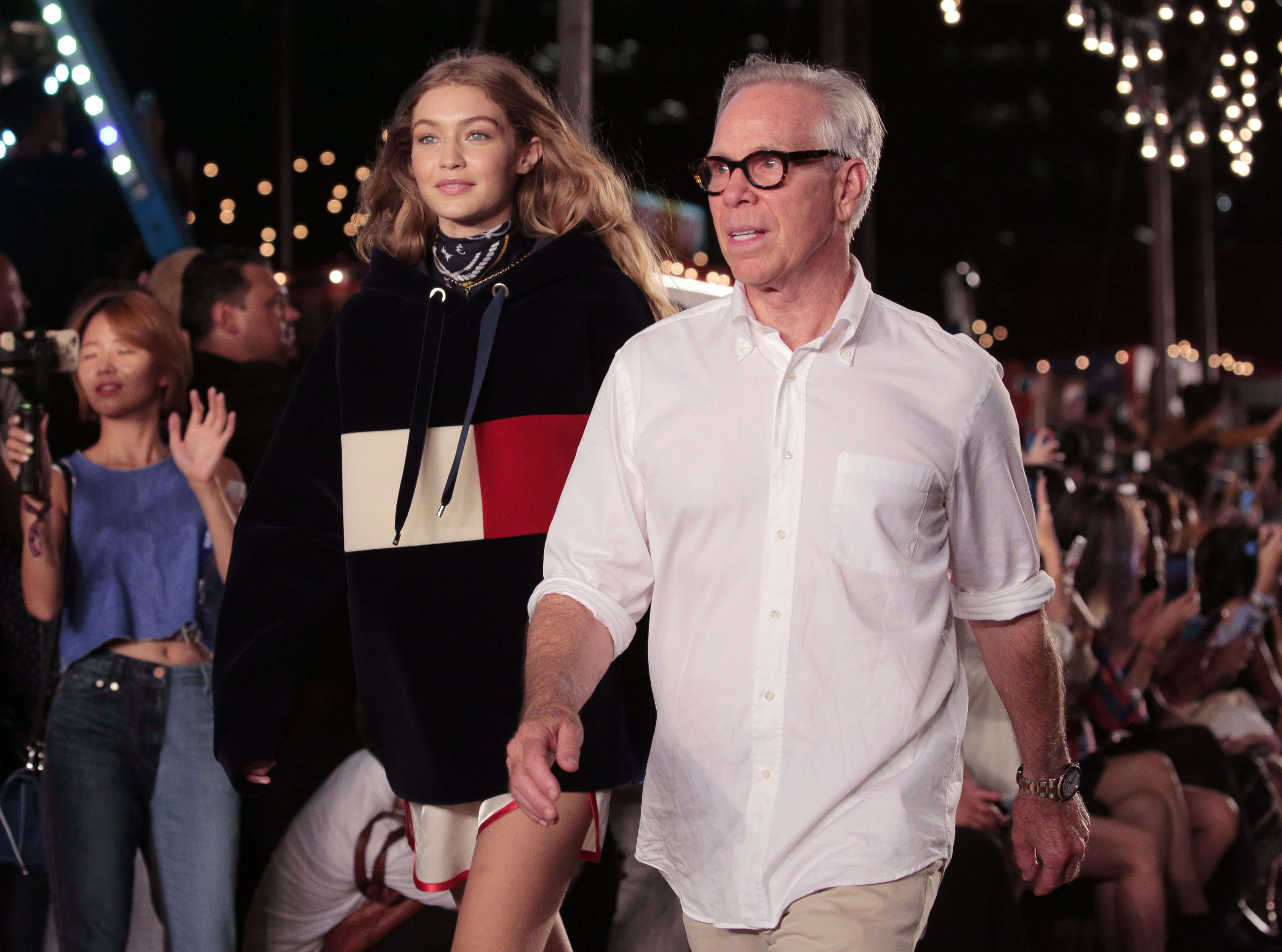 Tommy hilfiger sfilata primavera estate 2017 fashion show los angeles venice beach gigi - Tommy hilfiger show ...