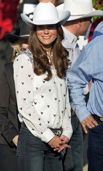 Look Kate Middleton- Jeans Goldsign e camicia Alice Temperley