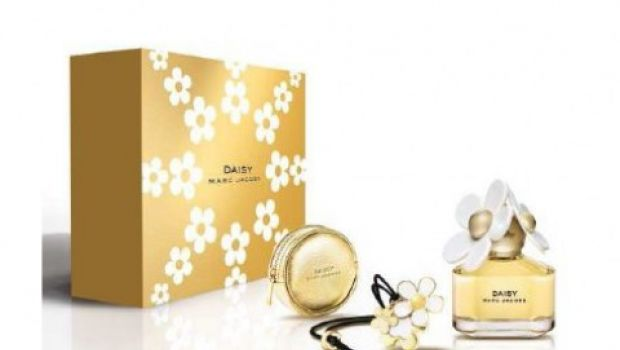 Idee regalo natale cofanetto daisy marc jacobs for Idee regalo natale moglie