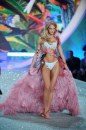Victoria's Secret Fashion Show 2013 rosa