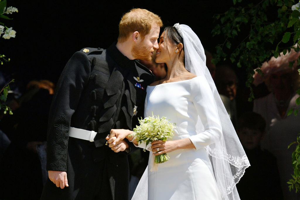 WINDSOR, UNITED KINGDOM - MAY 19: Prince Harry and Meghan Markle kiss on the steps of St George's Chapel in Windsor Castle after their wedding in St George's Chapel at Windsor Castle on May 19, 2018 in Windsor, England. (Photo by Ben Birchall - WPA Pool/Getty Images)