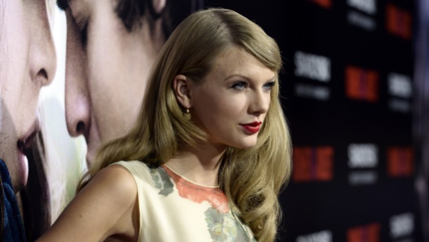 Taylor Swift, visita in ospedale e canta Someone like you di Adele: il video