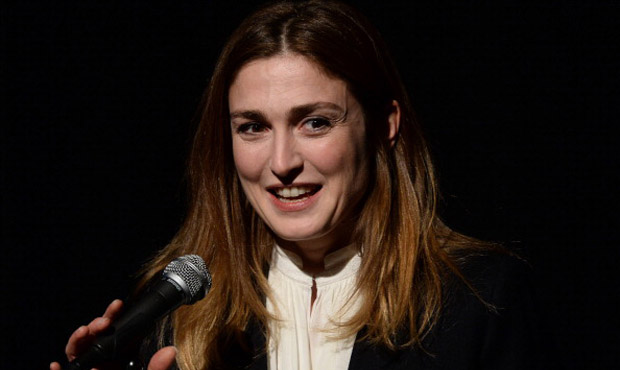 Hollande, Julie Gayet contro Closer: chiesti 54.000 € alla rivista di Mondadori France
