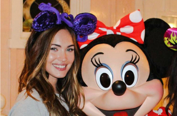 Megan Fox a Disneyland  le foto su Facebook