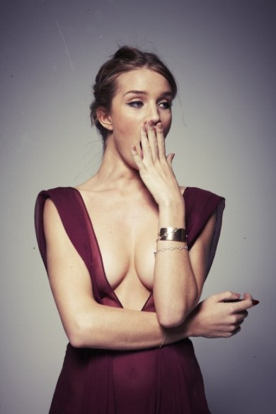 Rosie Huntington-Whiteley, annoiata e sexy
