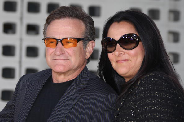 Cast member Robin Williams arrives with