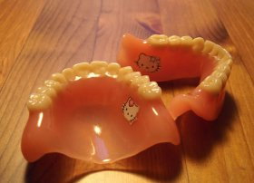 hello kitty dentiera