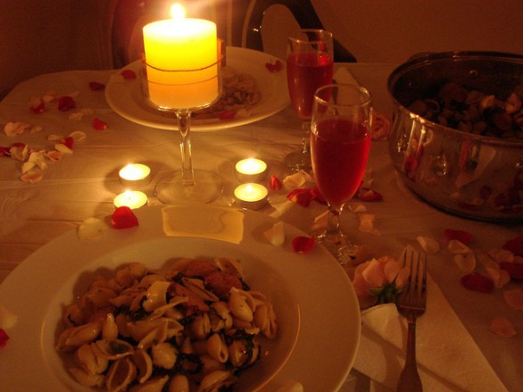 Come apparecchiare la tavola per la cena di s valentino for Romantic dinner recipes for two at home