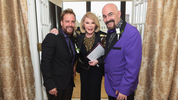 Joan Rivers celebra le nozze di due sue fan gay