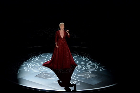 Oscar 2014: Pink canta Somewhere over the rainbow, uno degli inni gay più noti al mondo