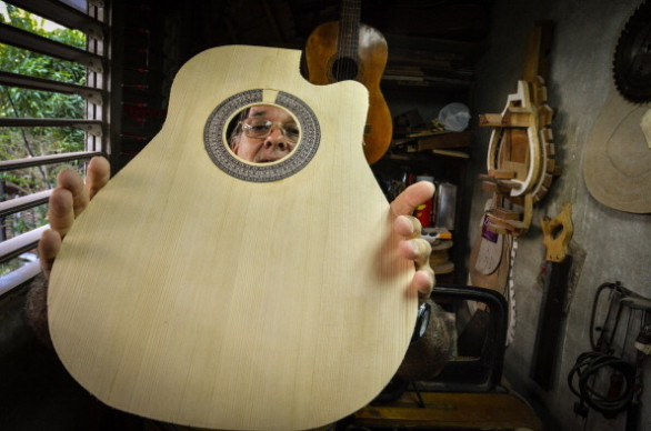 CUBA-MUSIC-LUTHIERS
