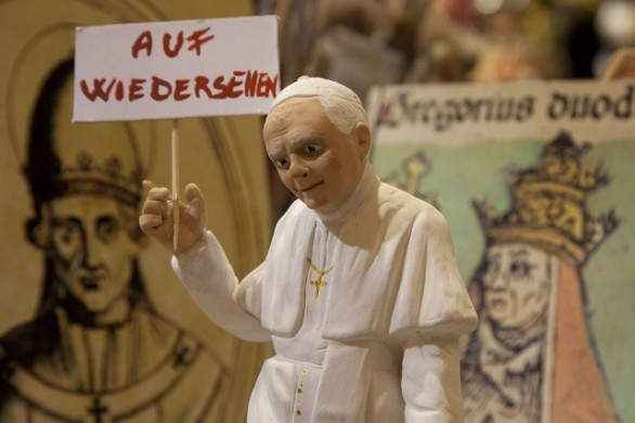 ITALY-VATICAN-POPE-RESIGN-CHRISTMAS FIGURINE