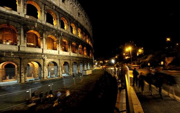 ITALY-COLOSSEUM-NIGHT-TOUR