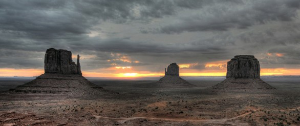 monument valley all'alba