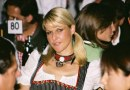 Ragazza all'oktoberfest
