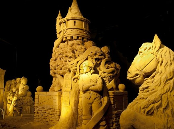 Sand Magic: Dinant, in Belgio, celebra i 20 anni di Disneyland Paris con le sculture di sabbia