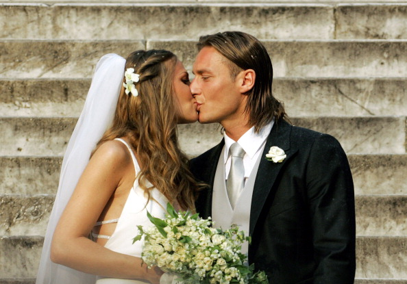 AS Roma captain Francesco Totti (R) kisses his wife Italian TV star Hilary Blasi after their wedding 19 June 2005 in Rome. AFP PHOTO/Andreas SOLARO (Photo credit should read ANDREAS SOLARO/AFP/Getty Images)