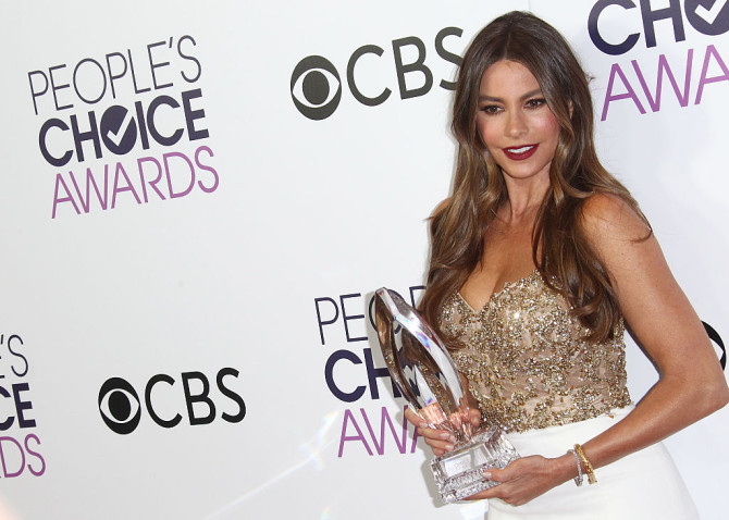 Actress Sofia Vergara arrives at the People's Choice Awards 2017 at Microsoft Theater in Los Angeles, California, on January 18, 2017. / AFP / Tommaso Boddi (Photo credit should read TOMMASO BODDI/AFP/Getty Images)