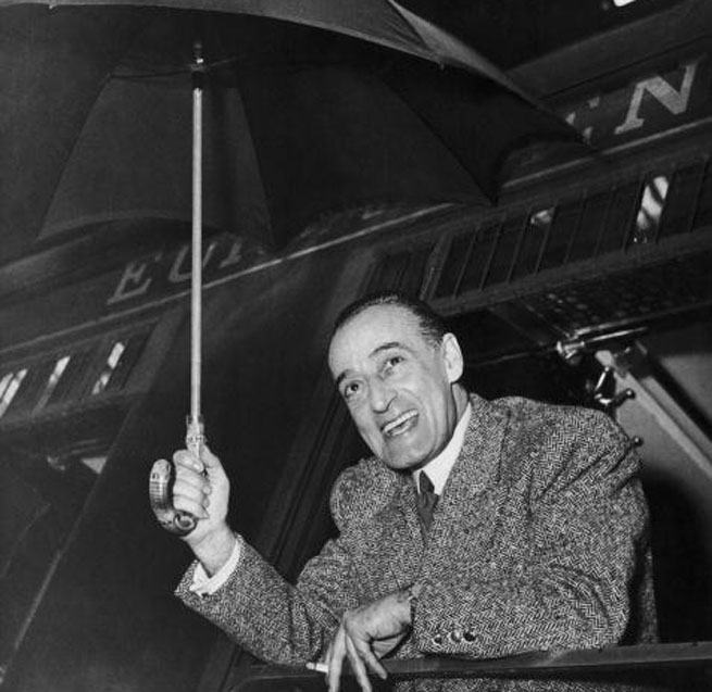 Italian comic actor Toto (aka Antonio de Curtis, 1898 - 1967) arriving at the Gare de Lyon, Paris on a train from Milan, 22nd January 1951. (Photo by Keystone/Hulton Archive/Getty Images)